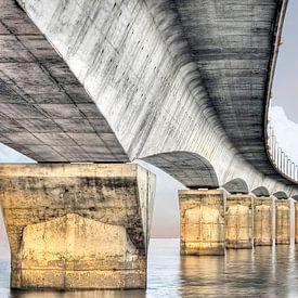 Panorama van een elegante brug in Europa van Jerome Coppo