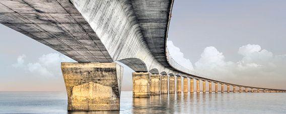 Panorama van een elegante brug in Europa