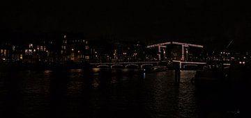 de Magere-brug bij nacht van Erik Reijnders