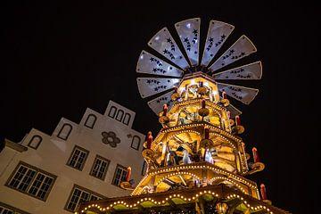 Eine Pyramide auf dem Weihnachtsmarkt in Rostock von Rico Ködder