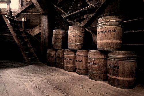 Vaten verfpigment in oude molen  van