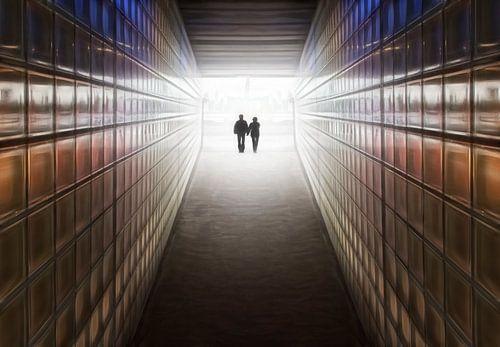 Verliefd stel in tunnel van de toekomst van Marcel van Balken