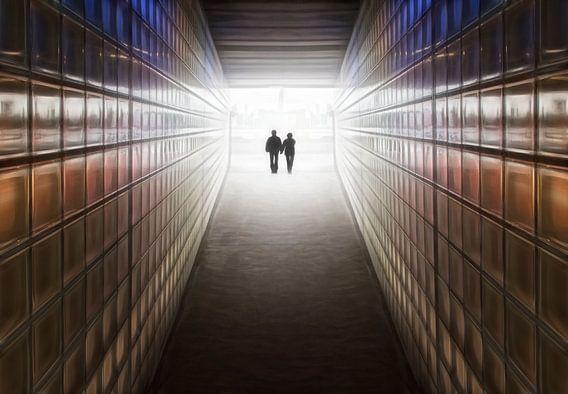 Verliefd stel in tunnel van de toekomst