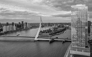 Skyline Rotterdam vanaf WPC van Ilya Korzelius