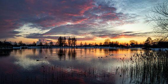 Spiegelende zonsondergang