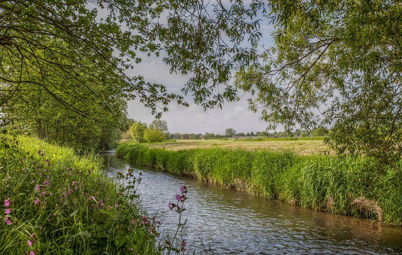 De Mechelderbeek bij Mechelen in Zuid-Limburg van John Kreukniet