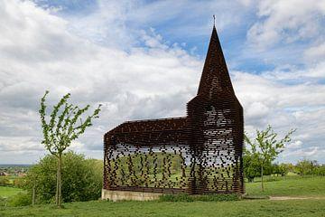 Doorkijk kerkje in België van Wim van der Wind