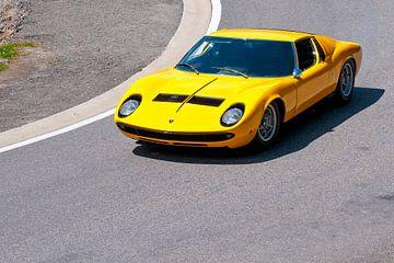 Lamborghini Miura sportwagen in helder geel van Sjoerd van der Wal