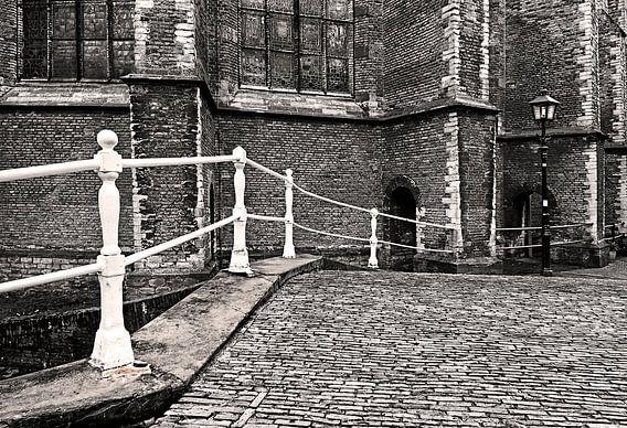 Delftsbruggetje met lantaarn. Delft