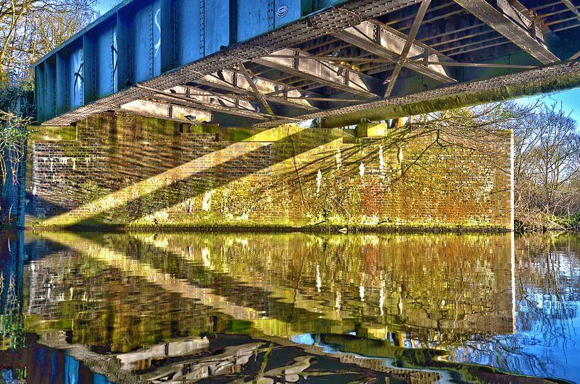 Brug over het Grand Union Canal, England van Frans Blok