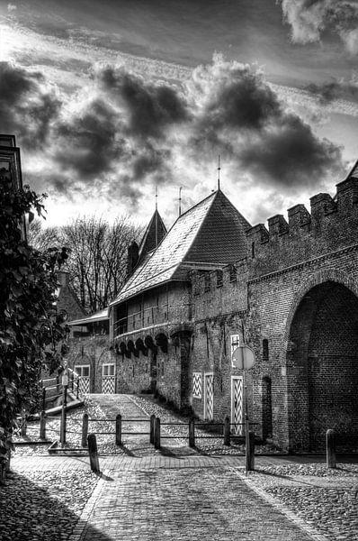 Koppelpoort historisch Amersfoort zwartwit sur Watze D. de Haan