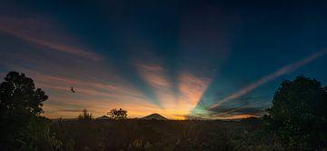 Vulkan Gunung Agung - Sonnenaufgang Bali von Ellis Peeters