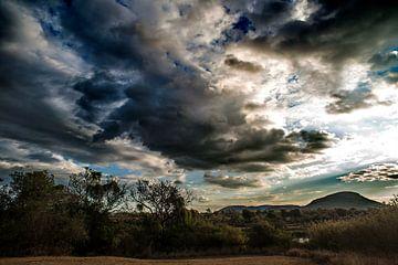 De wolken verzamelen van Rob Smit