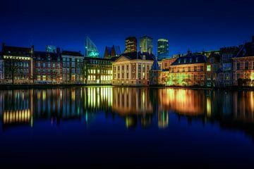 Reflecties op de Hofvijver in Den Haag van Roy Poots
