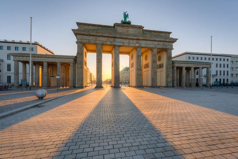 Brandenburg Gate in the morning van Michael Valjak