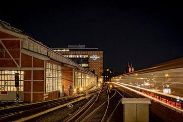 Metrostation Berlijn bij nacht van Pierre Verhoeven