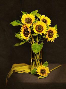 Stilleben mit Sonnenblumen von Danny den Breejen