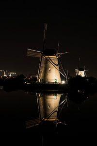 Hollandse molen bij nacht