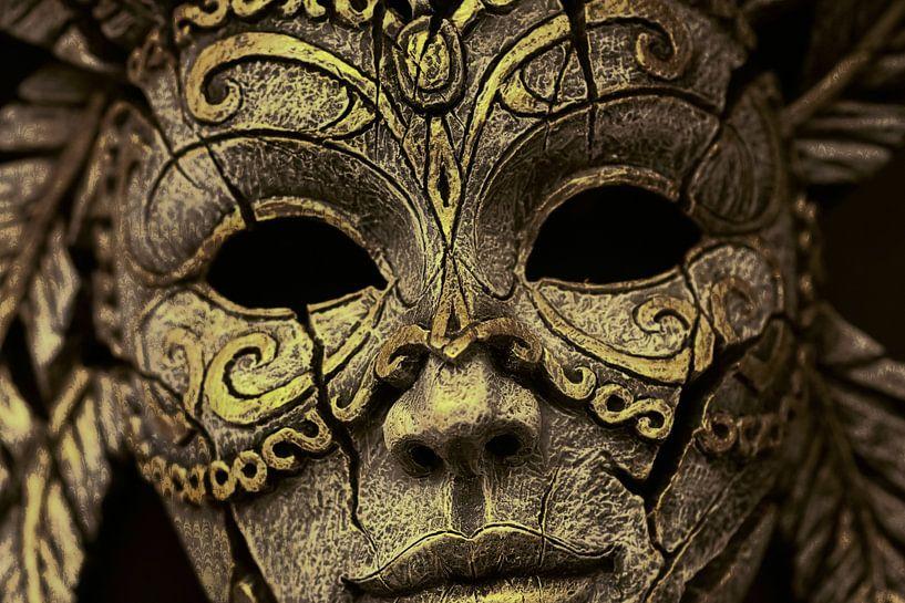 Maske aus Holz von Rudy & Gisela Schlechter