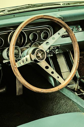 De vintage Ford Mustang van