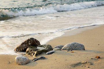 Stenen aan de kust van
