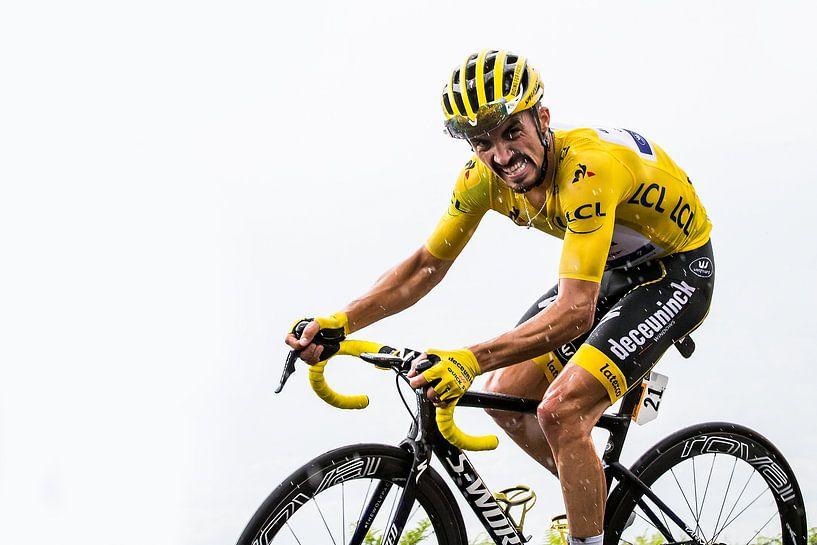 Julian Alaphilippe in het geel. van Leon van Bon