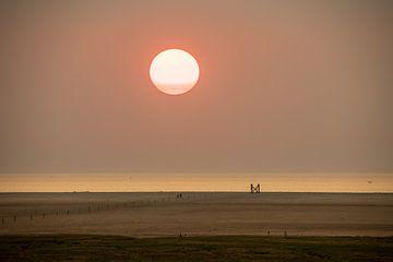 Zonsondergang aan het strand van Westerheversand van Alexander Wolff