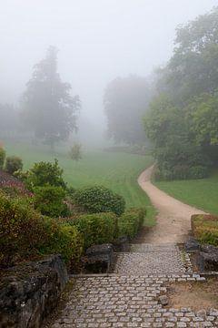 Misty morning in Durbuy, Belgium von Tamara Witjes