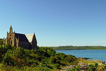 Kirche am Ufer eines Sees in Schottland von Babetts Bildergalerie