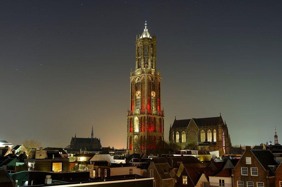 Stadsgezicht van Utrecht met Domkerk en roodwitte Domtoren