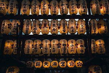 Lampionnen op de Nishiki Market in Kyoto van Expeditie Aardbol
