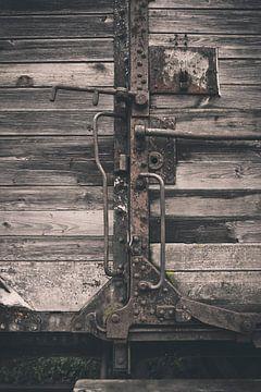 Deel van een oude houten spoorwagon sur Kees van der Rest