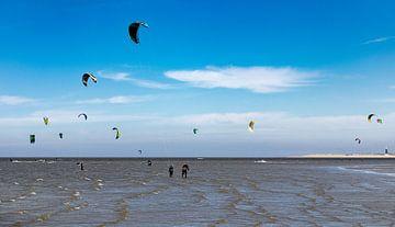Kitesurfers in actie 2 van Percy's fotografie