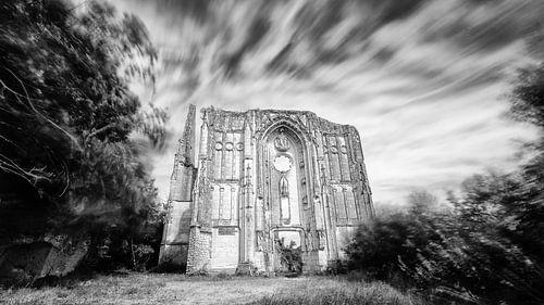 Oude urbex abdij en kerk ruïnes