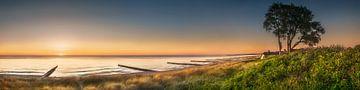 Landschap, strand en kust van Ahrenshoop aan de Oostzee in Mecklenburg Vorpommern. Panoramafoto. van Voss Fine Art Fotografie