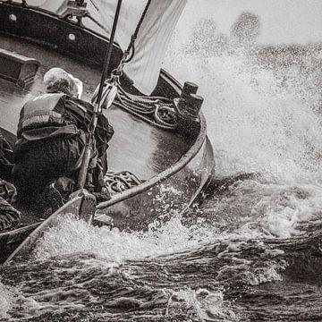 Skûtsje in een golf van ThomasVaer Tom Coehoorn