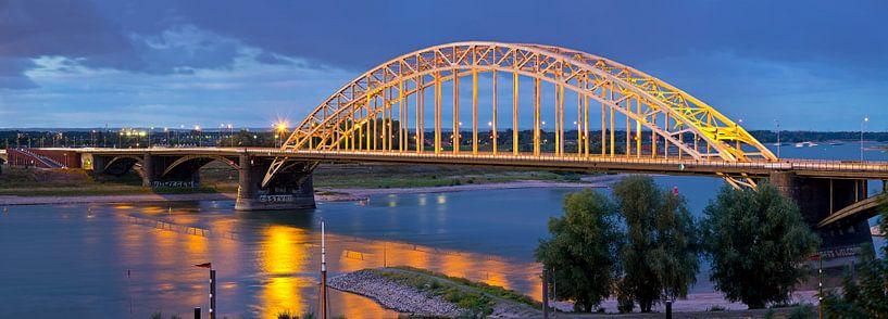 Panorama Waalbrug Nijmegen van Anton de Zeeuw