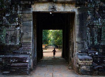 Tor der Tempelanlage Angkor Wat in Kambodscha von Teun Janssen