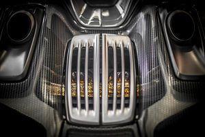Porsche 918 motorkap en uitlaten