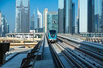Dubai, Zug in der Stadt von Inge van den Brande