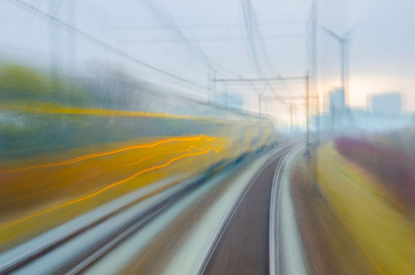 Abstracte snelle trein van Arjen Roos
