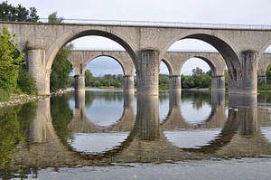 Dubbele boogbrug over de rivier de Ardèche van