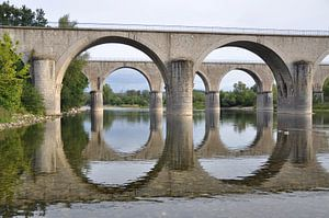 Dubbele boogbrug over de rivier de Ardèche