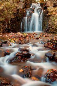 Waterval in de herfst van