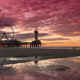 Panorama van Scheveningen Pier en Reuzenrad tijdens Zonsondergang van Rob Kints