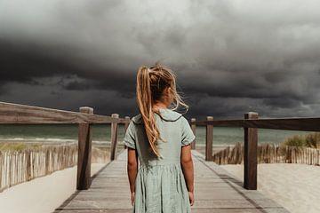 Meisje en wolken van Diewke Eerdekens