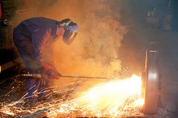 Thermolanze schmilzt einen Stahlschaft von Peter de Kievith Fotografie