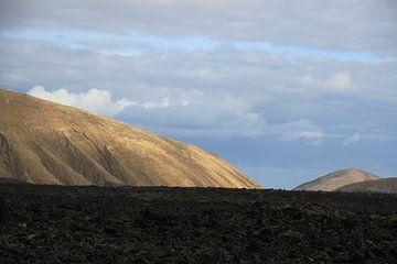 Vulkanische bergen op Lanzarote von Leanne de Blok
