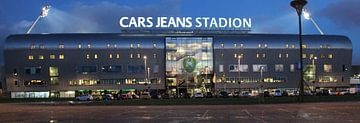 Das Cars Jeans Stadion von ADO Den Haag am Abend  von André Muller