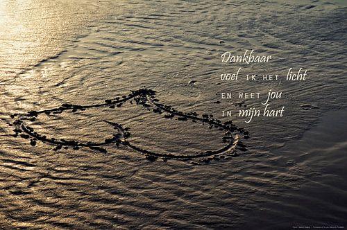 Een hart in het zand van